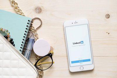 linkedin logo on mobile